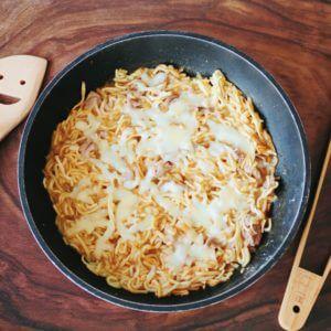 「マルちゃん正麺 醤油味」でもんじゃ焼き