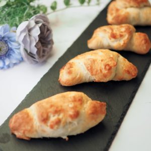 「創味シャンタン」で、塩パン。