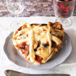 「トマトの果肉たっぷりのミートソース」でミートパイ
